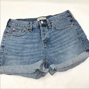 Madewell light blue denim shorts 26 B4